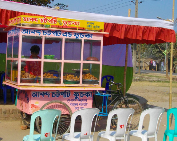 Fuchka stand in Dhaka - courtesy Faizul Latif Chowdhury